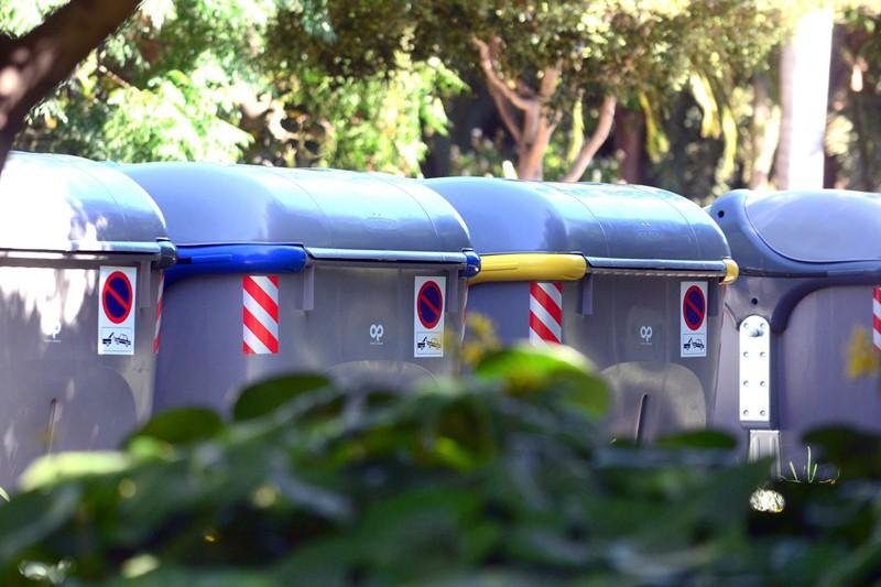 Contenedores de basura en la capital tinerfeña. / SERGIO MÉNDEZ