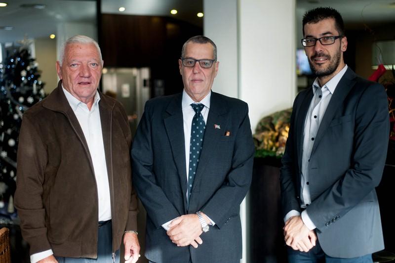El cónsul de Cuba presentó Cubanarias al director del DIARIO. / DA