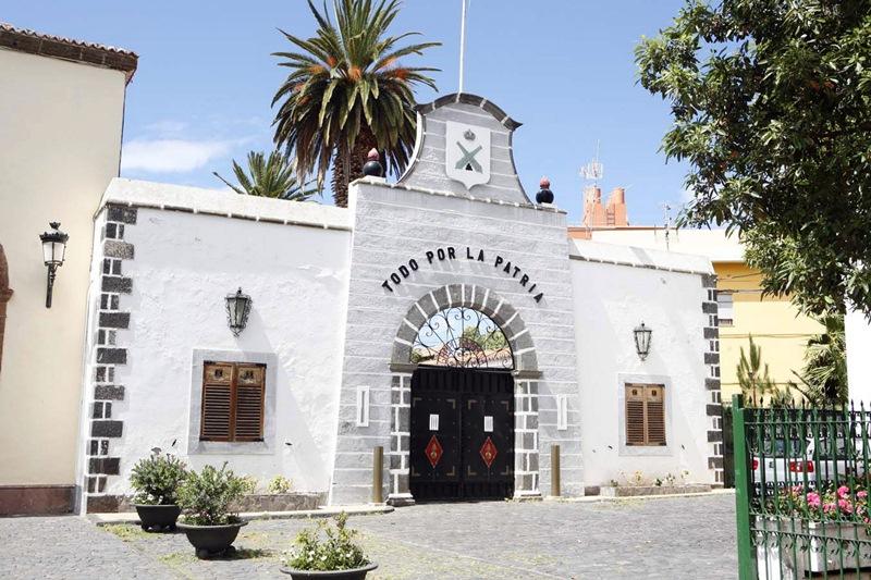 Fachada del acuartelamiento de El Cristo de La Laguna, que se reconvertirá en espacios públicos. / S. MÉNDEZ
