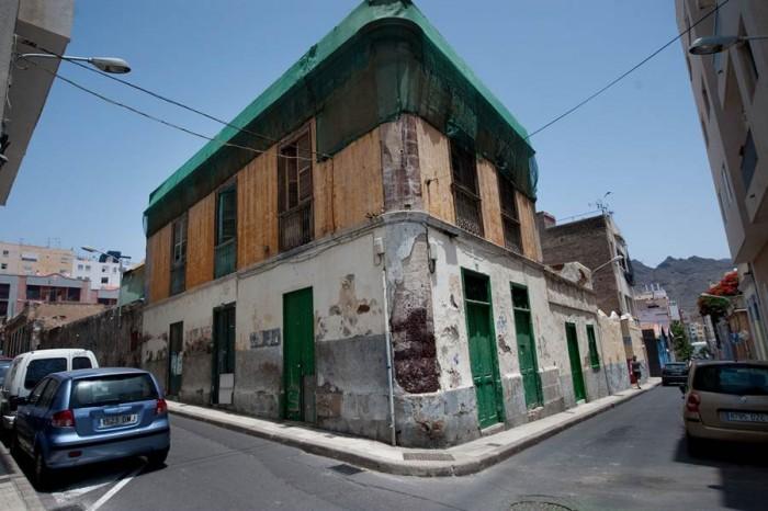 El barrio de El Toscal lleva desde los años 50 esperando un plan de protección.   FRAN PALLERO