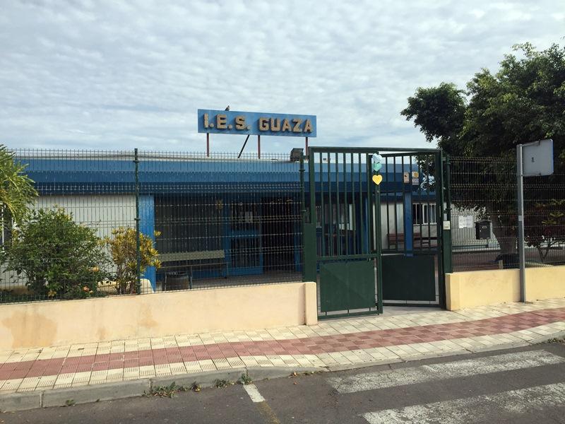 Entrada al IES de Guaza, en el municipio de Arona. / DA