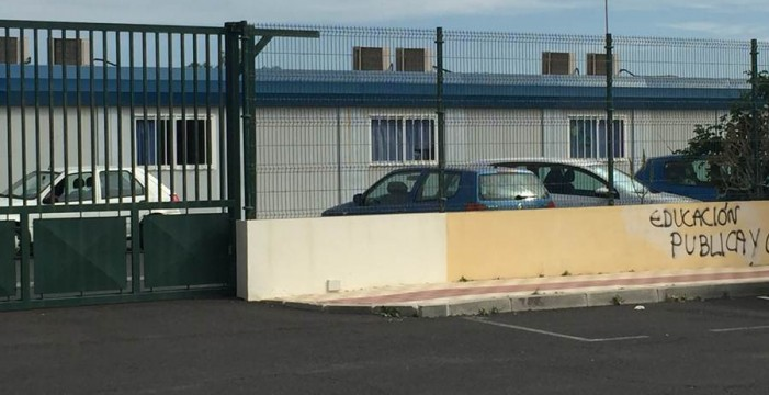 """Más de 400 alumnos de Guaza, en """"barracones tercermundistas"""""""