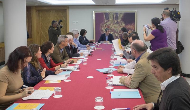 El Presidente Fernando Clavijo recibe al los representantes del colectivo del deporte en las islas para impulsar la reforma de la ley canaria del deporte. | Manuel Lérida/Presidencia GobCan