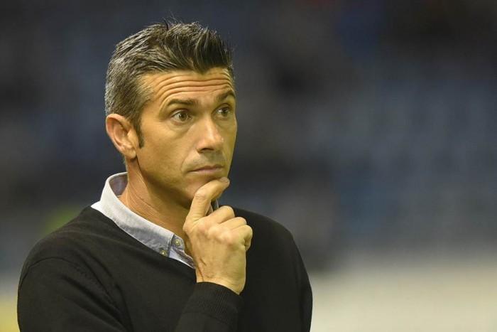 El entrenador, durante el encuentro que su equipo disputó en casa, ante la Agrupación Deportiva Alcorcón. | SERGIO MÉNDEZ