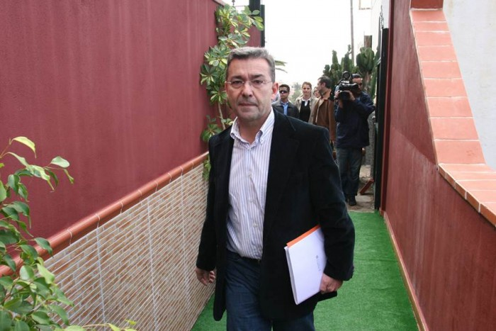 Paulino Rivero, a su llegada a la reunión con empresarios que lograría cambiar el destino de una entidad que parecía abocada al fracaso. | DA