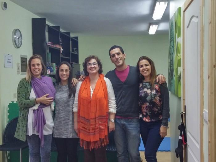 La asociación cuenta con un equipo multidisciplinar de profesionales que atiende a 64 niños en Canarias. / DA