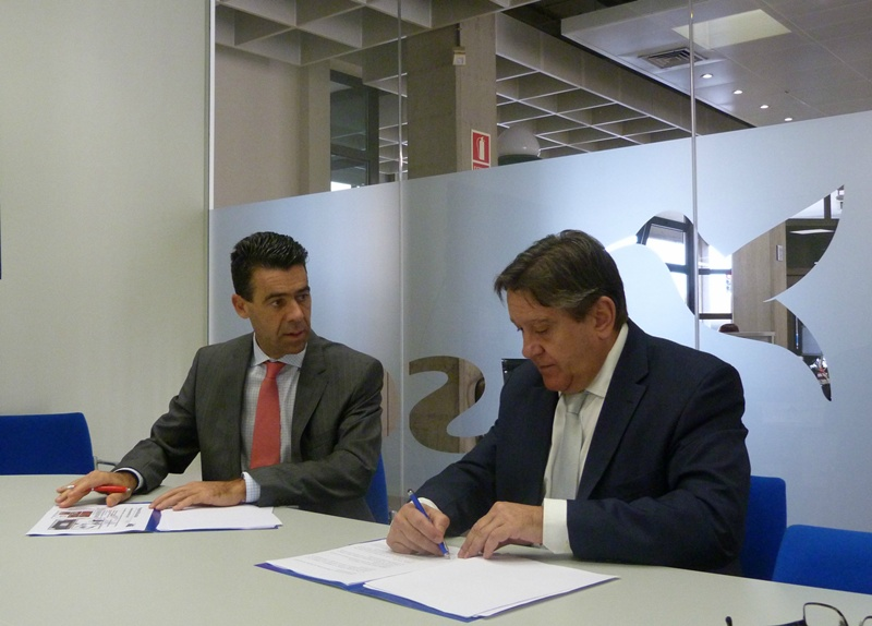 Santiago Rull y Fernando Capdevila durante la firma del acuerdo. | DA