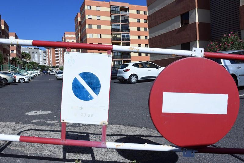 El Ayuntamiento afirma que no ha recibido esta urbanización, por lo que sigue siendo privada. / SERGIO MÉNDEZ