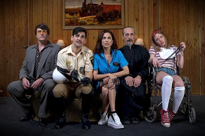 La intérprete de La Orotava (c), junto al resto del reparto de la obra dirigida por Fernando Soto. / EP