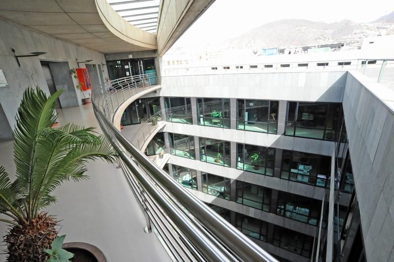 Oficinas del Gobierno de Canarias en el edificio Múltiples II de Santa Cruz de Tenerife. / DA