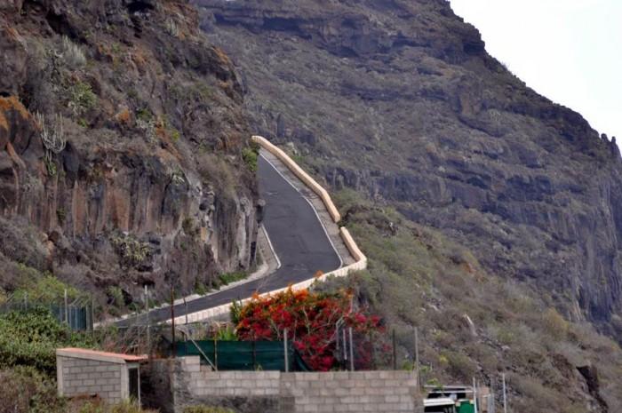 La crisis obligó a priorizar otras necesidades de los municipios pero actualmente la mejora de las carreteras de la Isla se antoja necesaria.   M.P.P.