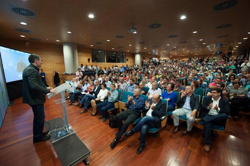Acto de presentación de las candidaturas de CC-PNC para las elecciones del 20 de diciembre. / FRAN PALLERO