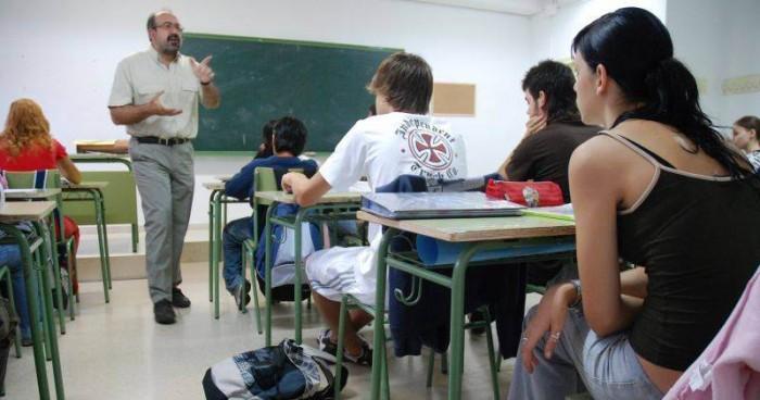 La media de edad de la actual plantilla docente del Archipiélago supera los 50 años, según ANPE. | DA