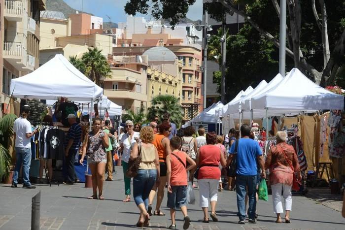 La dinamización de las calles de la capital busca atraer a más visitantes a la ciudad este domingo.   S. MÉNDEZ