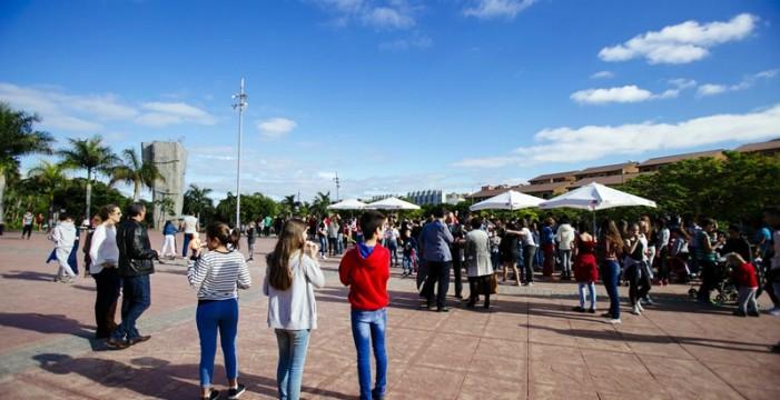 Canarias busca familias de acogida para 40 niños de entre 3 y 6 años