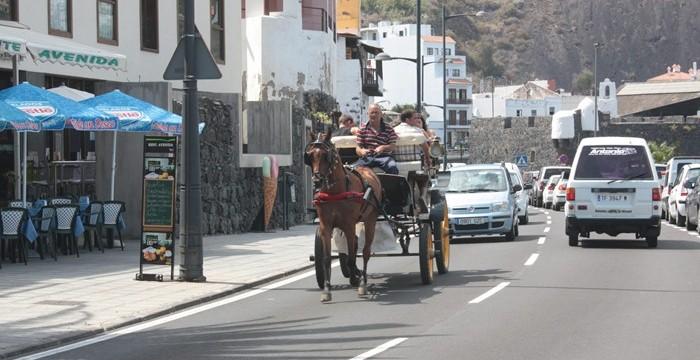 Un minitren paseará a los turistas desde el mar hasta la cumbre