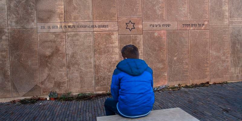 Durante la Segunda Guerra Mundial, unos seis millones de judíos fueron sistemáticamente apresados y exterminados. / PIXABAY
