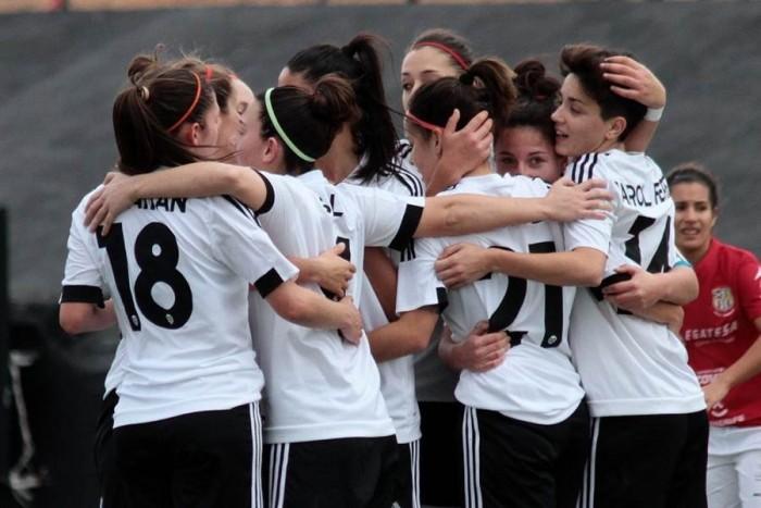 Las jugadoras del Valencia celebran uno de los tres goles ante las tinerfeñas. | WEB VALENCIA C.F.