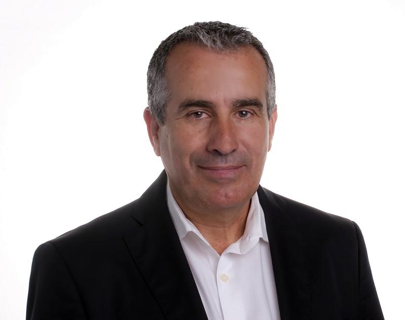 Diputado de cc por fuerteventura, secretario primero de la mesa  del parlamento de Canarias y expresidente del cabildo majorero
