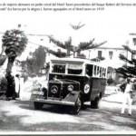 Guagua llevando a los turistas alemanes al portuense hotel Taoro.