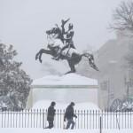 La nieve ha dejado a millones de personas incomunicadas. | REUTERS