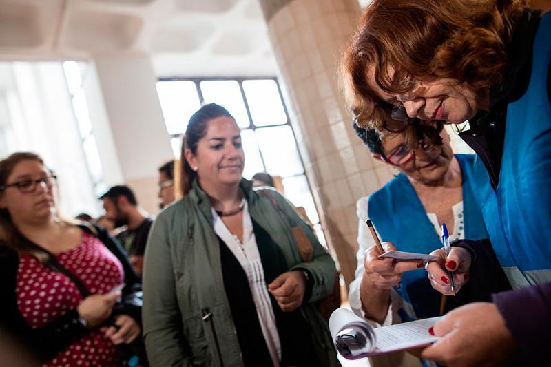 Las Oferta Pública de Empleo en Enfermería se desarrolló simultáneamente en varias islas entre las 13.00 y las 16.00 horas . / ANDRÉS GUTIÉRREZ