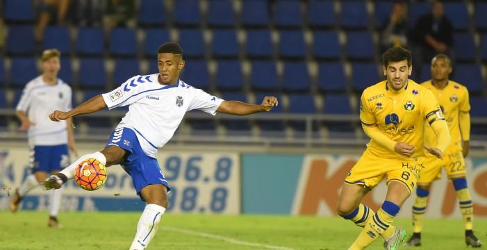 El Tenerife no pudo remontar tras una primera parte sin intensidad