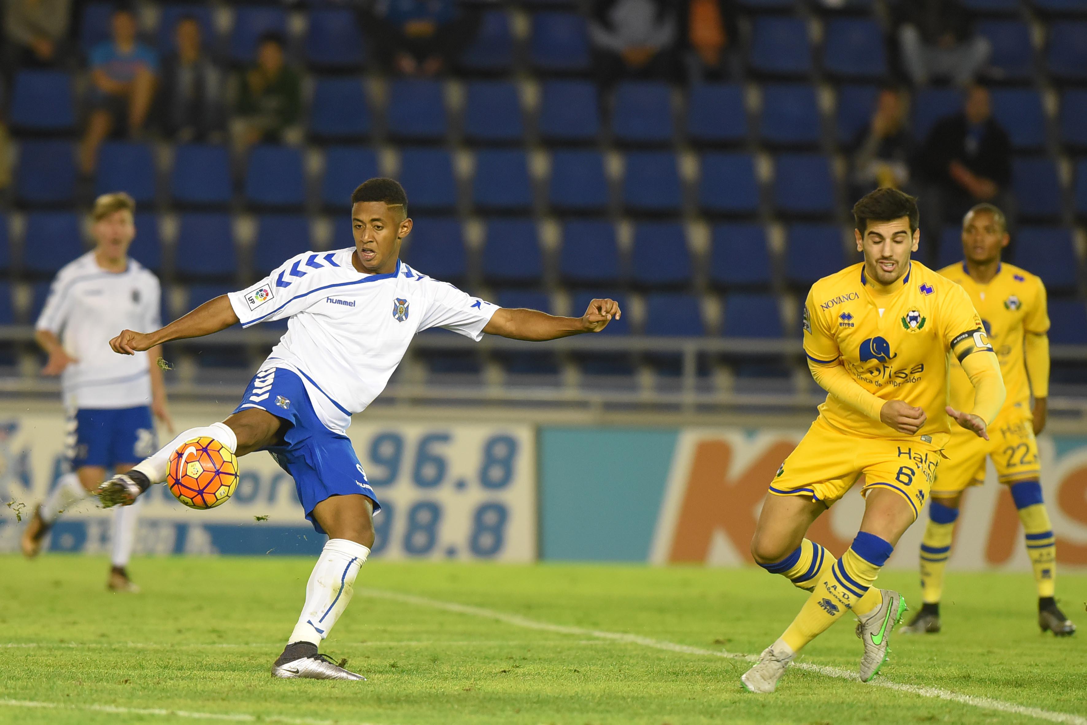 Dani cometió un claro penalti y Lozano marcó su sexto gol de la temporada. / SERGIO MÉNDEZ