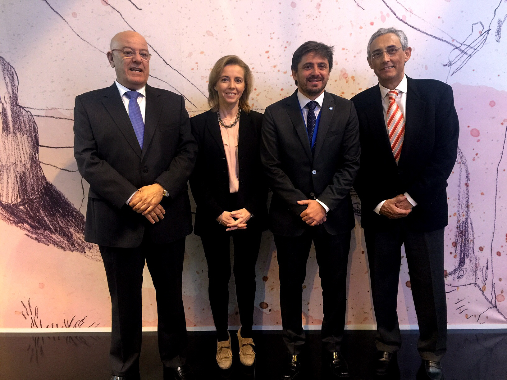 De izda. a dcha. Antonio Hormiga (Asofuer), Susana Pérez (Asolan), Jorge Marichal (Ashotel) y Fernando Fraile (FEHT). / DA