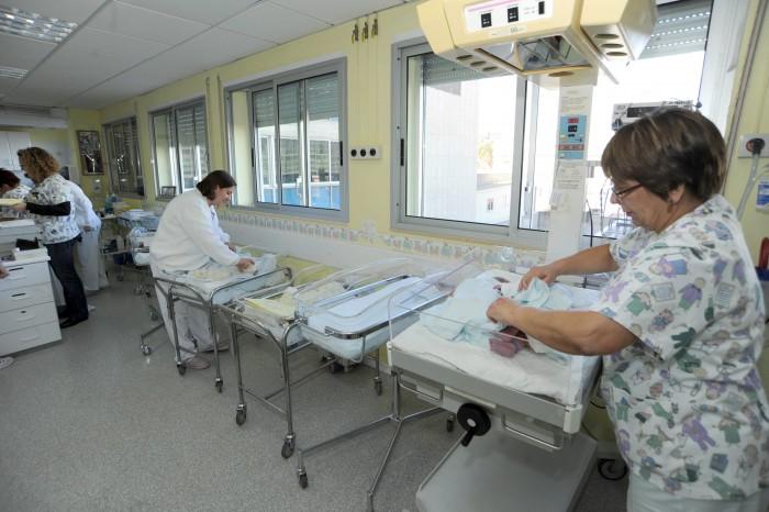 Muchos enfermeros llevan años como interinos esperando la celebración de esta oferta pública. / DA