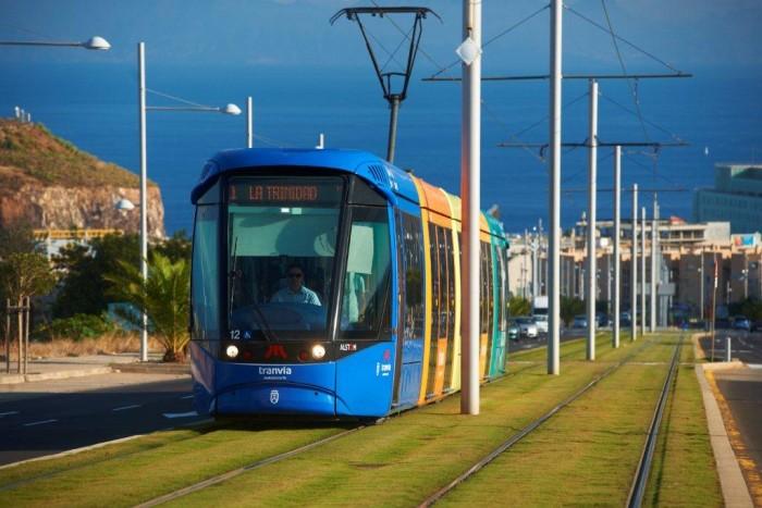 Imagen de archivo del tranvía de la Línea 1 en el área metropolitana tinerfeña