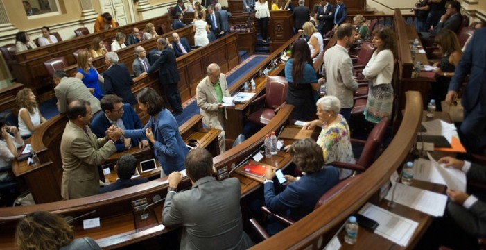 El Parlamento de Canarias supera las 1.700 iniciativas en seis meses