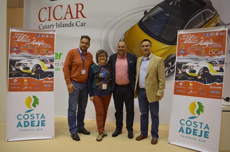 Los concejales de turismo, Ermitas Moreira y de deportes, Adolfo Alonso, junto al presidente de la escudería, Poli Delgado. | DA