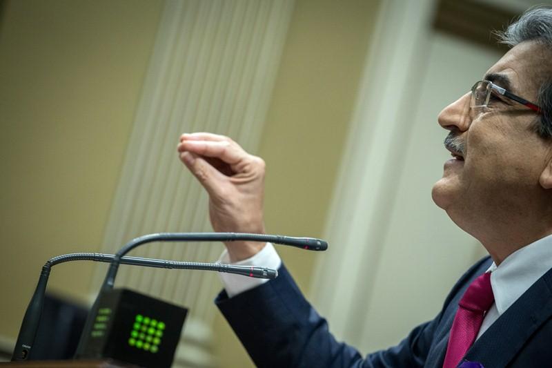 El portavoz de Nueva Canarias, Román Rodríguez, durante un pleno del Parlamento. / ANDRÉS GUTIÉRREZ