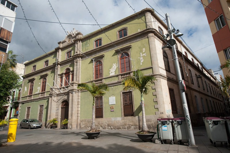 La antigua Escuela de Artes y Oficios de Ireneo González afronta en 2016 la primera fase de su rehabilitación con la redacción del plan director que se desarrollará a lo largo de al menos seis años. / FRAN PALLERO