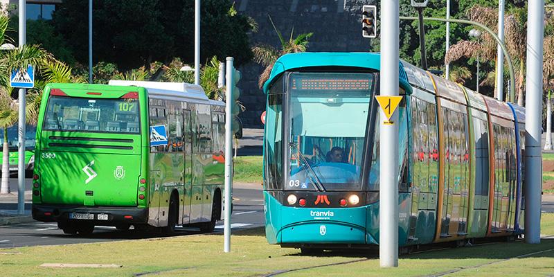 Resultado de imagen de Cabildo de Tenerife prepara una bajada de tarifas de guagua y tranvía para el próximo año