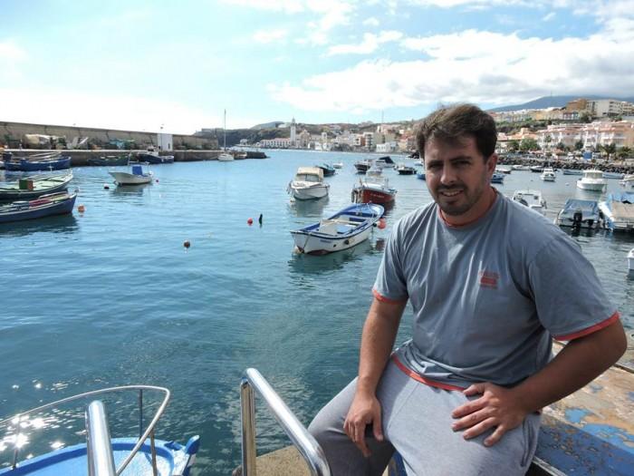 Víctor Díaz, patrón de la Cofradía Nuestra Señora de Candelaria, en el varadero del refugio pesquero.   NORCHI