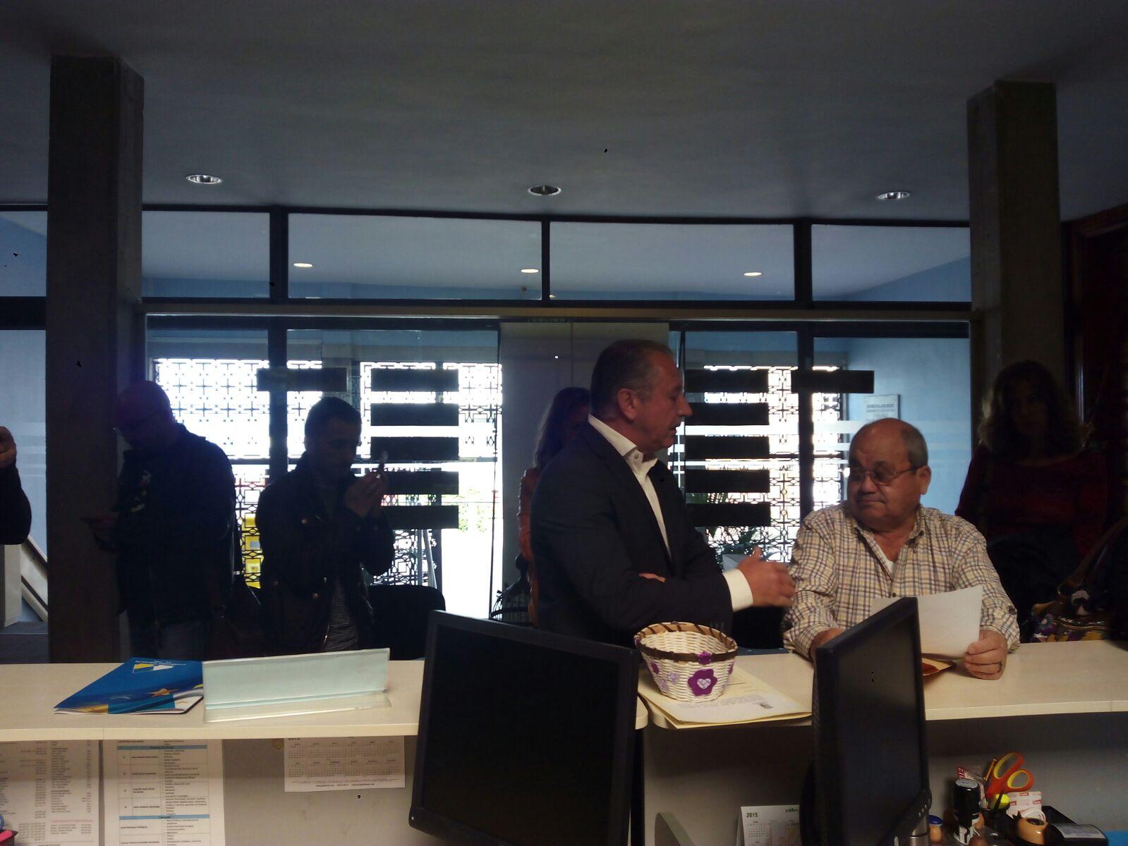 Haroldo Martín con Dulce García Gutiérrez presentando por Registro General. / G.G