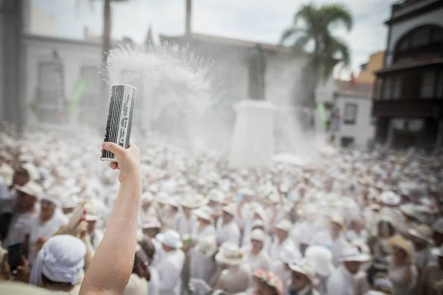Miles de palmeros disfrutando de su fiesta grande de carnaval. | ANDRÉS GUTIÉRREZ