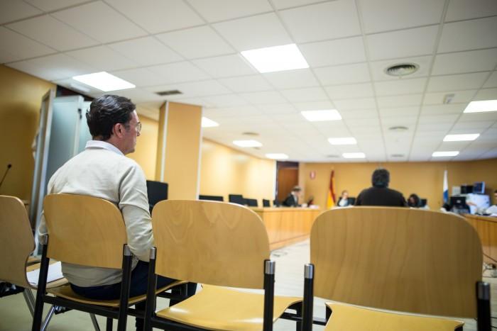 Del Rosario se quedó solo en el banquillo de los acusados del caso Áridos / A.GUTIÉRREZ