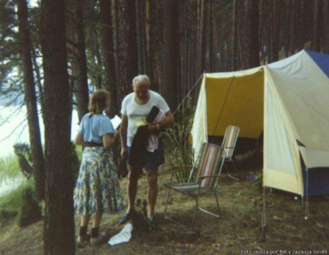 Anna-Teresa Tymieniecka y Juan Pablo II. | Foto cedida por Bill y Jadwiga Smith (BBC)