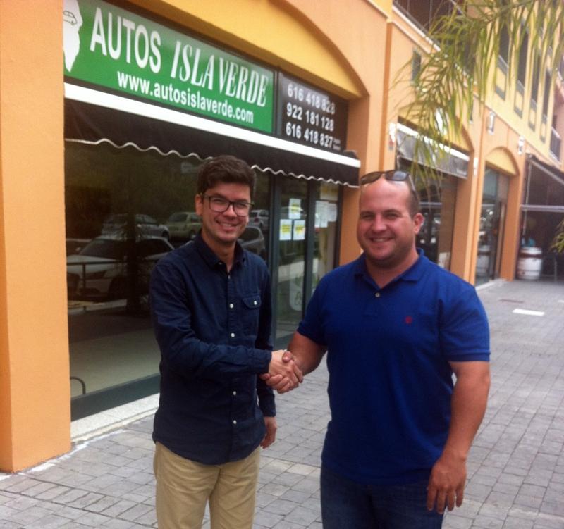 Edgar Morales, de Autos Isla Verde, y Fafi Plasencia, presidente del Club ADEA. |DA