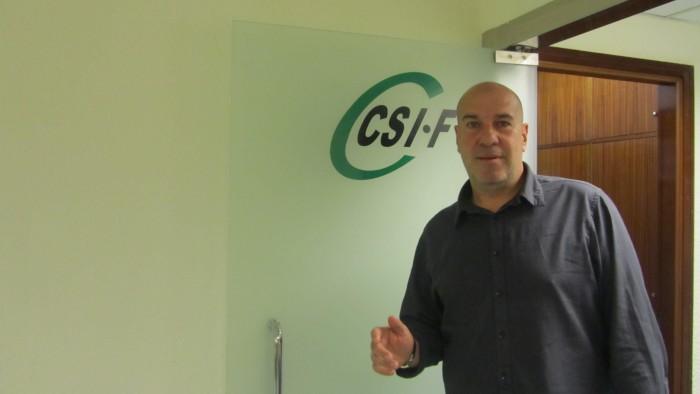 César Martínez Araque, en la sede de CSI.F en Santa Cruz de Tenerife. / DA