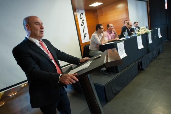 César Martínez Araque presenta el informe de gestión de la ejecutiva de CSI.F-Tenerife. / FRAN PALLERO