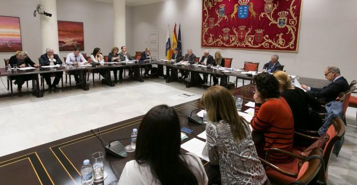 La comisión parlamentaria en la que ayer compareció Rafael Díaz. / DA