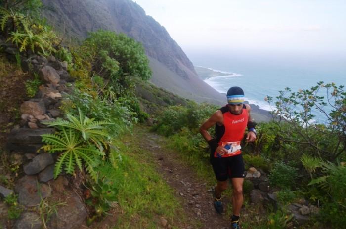 Criastofer Clemente, durante el recorrido de la competición. / DA