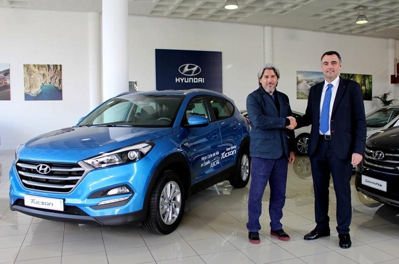 Daniel Hernández, Director de concesionarios propios de Hyundai Canarias y Jairo Núñez, Director artístico del Festival Mar Abierto. | DA