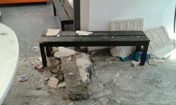 Herido leve al desprenderse un falso techo en un gimnasio