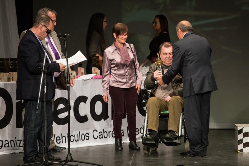 Francisco Saavedra recibe el premio Farola del Mar. | Andrés Gutiérrez