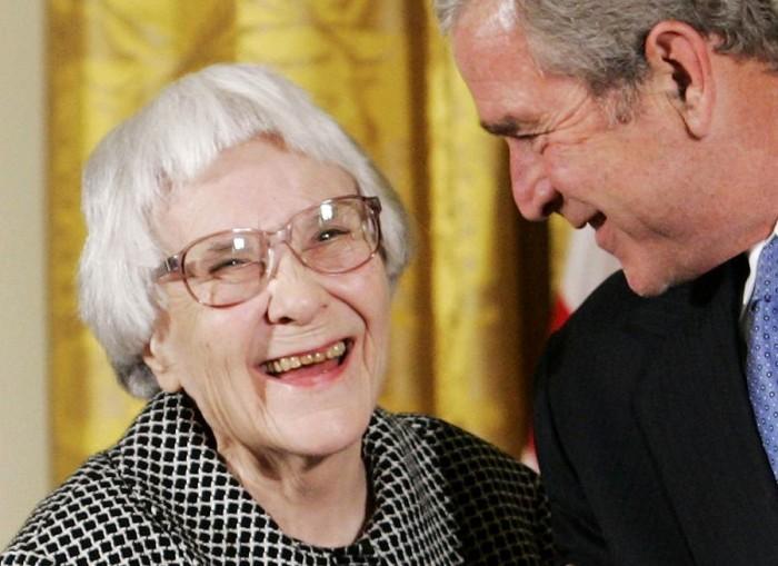 Imagen de archivo de Harper Lee, en la ceremonio donde recibió la Medalla de la Libertad en la Casa Blanca. | REUTERS